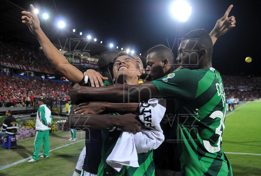 MEDELLÍN -COLOMBIA-07-06-2015. Andres Roa (Izq) jugador de Deportivo Cali celebra un gol anotado a Independiente Medellín durante partido de ida de la final entre Independiente Medellín y Deportivo Cali por la Liga Aguila I 2015 jugado en el estadio Atanasio Girardot de la ciudad de Medellín./  Andres Roa player of Deportivo Cali celebrates a goal scored to Indpendiente Medellin during a final second leg match between Independiente Medellin and Deportivo Cali for the Liga Aguila I 2015 played at Atanasio Girardot stadium in Medellin city. Photo: VizzorImage/León Monsalve/STR