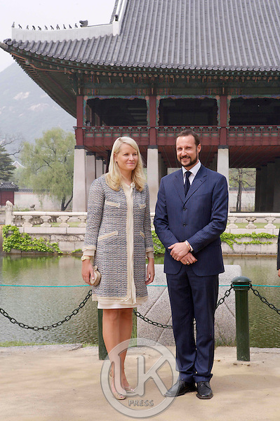 Crown Prince Haakon & Crown Princess Mette Marit of Norway visit Gyeongbokgung Palace in Seoul on the first day of their four day visit to South Korea..