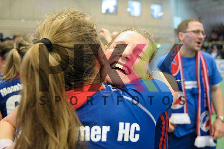 GER - Luebeck, Germany, February 07: Players of Mannheimer HC celebrate after winning the shootout during the 1. Bundesliga Damen indoor hockey final match at the Final 4 between Mannheimer HC (blue) and Duesseldorfer HC (white) on February 7, 2016 at Hansehalle Luebeck in Luebeck, Germany. Final score 6-4 after shootout.  Nike Lorenz #16 of Mannheimer HC, Laura Bassemir #25 of Mannheimer HC<br /> <br /> Foto &copy; PIX-Sportfotos *** Foto ist honorarpflichtig! *** Auf Anfrage in hoeherer Qualitaet/Aufloesung. Belegexemplar erbeten. Veroeffentlichung ausschliesslich fuer journalistisch-publizistische Zwecke. For editorial use only.