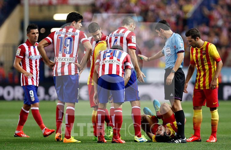 Atletico de Madrid's players  and FC Barcelona's Busquets (d) during Supercup of Spain 1st match.August 21,2013. (ALTERPHOTOS/Victor Blanco)