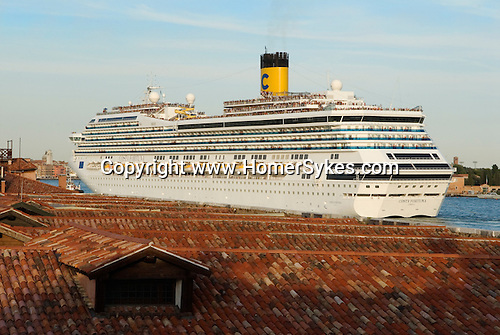 Venice Italy 2009. Tourists cruise ship sails down the Canale della Giudecca.<br /> Venice is sinking under the weight of 20 million visitors a year. Only 30% of Venice's visitors stay overnight the rest stay out of town or on their cruise ships.