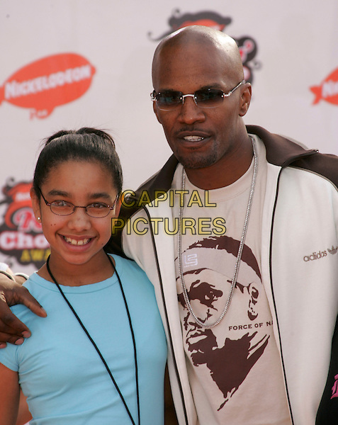 JAMIE FOXX & DAUGHTER.Attends Nickelodeon's 18th Annual Kids' Choice Awards Show held at UCLA's Pauley Pavilion in Westwood, California, April 2nd 2005..portrait headshot sunglasses glasses dad father child family.Ref: DVS.www.capitalpictures.com.sales@capitalpictures.com.©Debbie VanStory/Capital Pictures