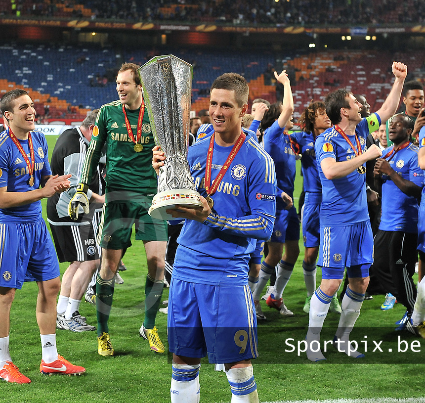 Benfica Lissabon - Chelsea FC : Fernando Torres holds the cup.foto DAVID CATRY / Nikonpro.be