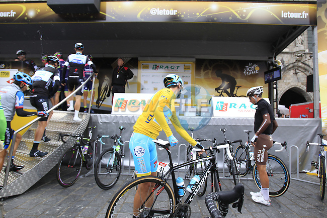 Race leader Yellow Jersey Vincenzo Nibail (ITA) Astana at sign on in Ypres before the start of the cobbled stage Stage 5 of the 2014 Tour de France running 155.5km from Ypres to Arenberg. 9th July 2014.<br /> Picture: Eoin Clarke www.newsfile.ie