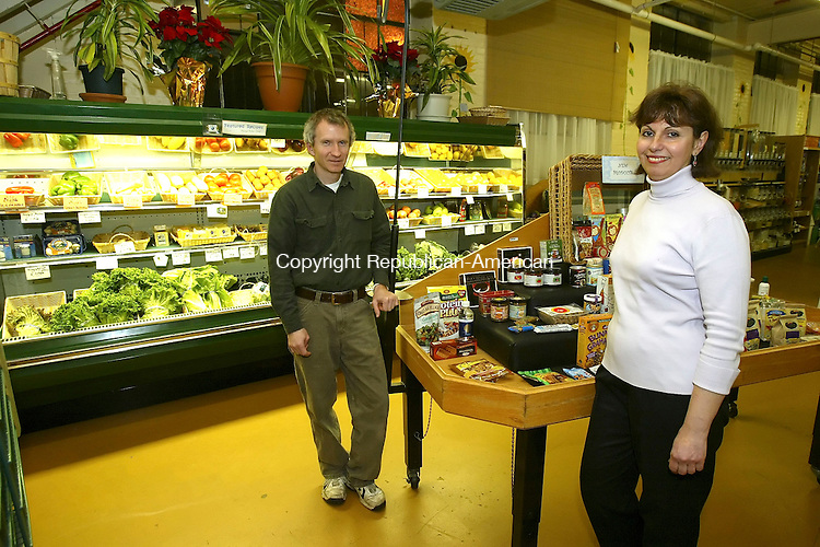 WATERTOWN, CT,  05 JANUARY 2006, 010507BZ14- Doug and Brenda Peterson pose in the Green Planet Organic Market Friday night.  The market also features a deli section with sandwiches and pizza.<br /> Jamison C. Bazinet Republican-American