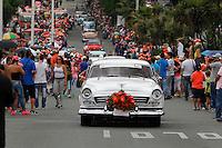 MEDELLÍN - COLOMBIA, 07-08-2015. 270 vehículos antiguos y clásicos desfilaron, hoy 07 de agosto de 2015, por las calles de Medellín en donde se reunieron mas de un millón de personas para observar la colorida presentación que tuvo una distancia de 22km./ 270 old and classic cars marched today, 7 August 2015, through the streets of Medellin where more than a one million of people took place to watch colorful presentation for 22 km.  Photo: VizzorImage/ León Monsalve /STR