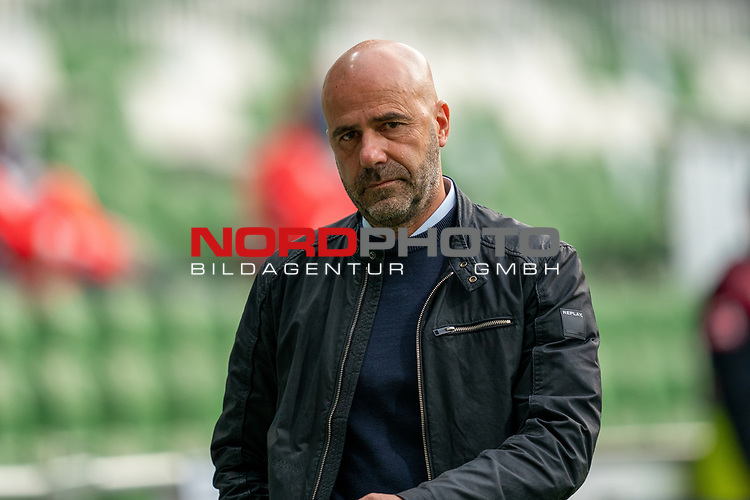 Peter Bosz Trainer / Headcoach (Bayer 04 Leverkusen),<br /> <br /> Sport: Fussball: 1. Bundesliga: Saison 19/20: <br /> 26. Spieltag: SV Werder Bremen vs Bayer 04 Leverkusen, 18.05.2020<br /> <br /> Foto ©  gumzmedia / Nordphoto / Andreas Gumz / POOL <br /> <br /> Nur für journalistische Zwecke! Only for editorial use!<br />  DFL regulations prohibit any use of photographs as image sequences and/or quasi-video.