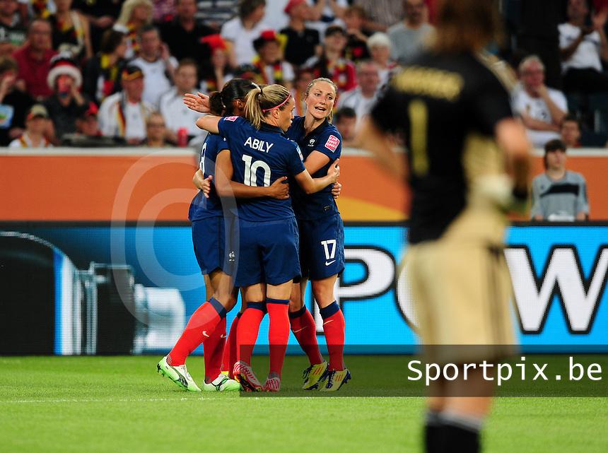 Fifa Women's World Cup Germany 2011 : France - Germany ( Frankrijk - Duitsland ) at Munchengladbach World Cup stadium : vreugde bij Frankrijk na een doelpunt van Marie-Laure DELIE , Camille ABILY en Gaetane THINEY vieren mee.foto DAVID CATRY / Vrouwenteam.be