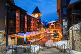 USA, California, Mammoth, evening in the village at Mammoth Lakes