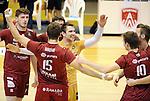 2015-10-28 / Volleybal / seizoen 2015-2016 / Antwerpen - Amigos / Libero Dennis Deroey (Antwerpen) viert een punt met zijn ploeggenoten<br /><br />Foto: Mpics.be