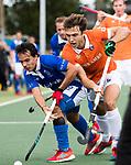 UTRECHT - Manu Stockbroekx (Bldaal) met links Pepijn Luijkx (Kampong)  tijdens de hockey hoofdklasse competitiewedstrijd heren:  Kampong-Bloemendaal (3-3).   COPYRIGHT KOEN SUYK