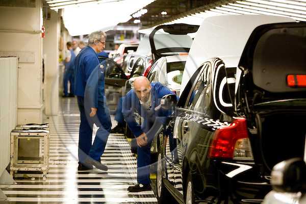 GHENT - BELGIUM - 13 NOVEMBER 2008 -- Volvo Cars Gent -- Workers at the quality control section at the final part of the Volvo assembly line.  Photo: Erik Luntang/EUP-IMAGES