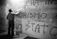 - Milano 1984, AMNU (Azienda Municipale Nettezza Urbana), servizio rimozione graffiti<br /> <br /> - Milan 1984, AMNU (Azienda Municipale Nettezza Urbana), graffiti removal service