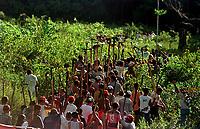 Integrantes do MST - Movimento dos Sem Terra - invadiram a fazenda Chão de Estrelas de propridade do então senador Jader Barbalho. A desocupação ocorreu com ação militar.<br />27/06/01<br />©FOTO: Paulo Santos/ Interfoto<br />Negativo Nº 7907 T4 F7a