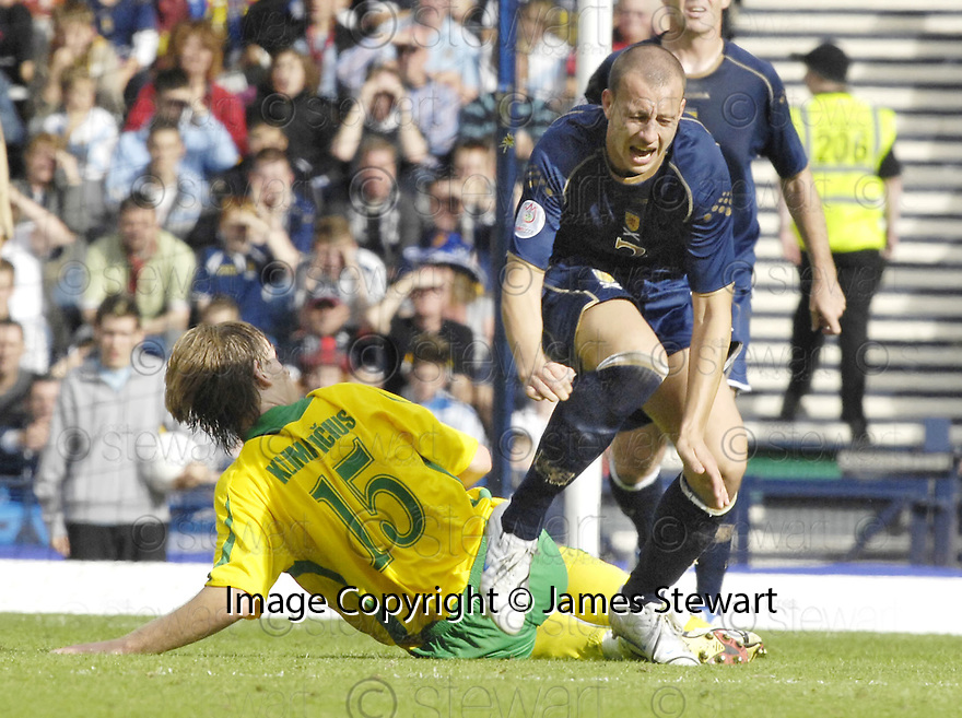 08/09/2007       Copyright Pic: James Stewart.File Name : sp_jspa16_weather_comp.ALAN HUTTON IS CAUGHT LATE BY ARUNAS KLIMAVICIUS....James Stewart Photo Agency 19 Carronlea Drive, Falkirk. FK2 8DN      Vat Reg No. 607 6932 25.Office     : +44 (0)1324 570906     .Mobile   : +44 (0)7721 416997.Fax         : +44 (0)1324 570906.E-mail  :  jim@jspa.co.uk.If you require further information then contact Jim Stewart on any of the numbers above........