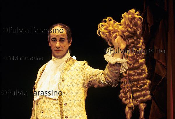Milano, novembre 1995, Teatro Dell\'Elfo, Il Misantropo di Moliére,Toni Servillo alla fine dello spettacolo si toglie la parrucca , Tony Servillo after the show takes off his wig.
