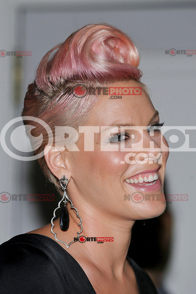 NEW YORK - JULY 12: (L to R) Singer Pink during the UJA-Federation Music Visionary of the Year Award Luncheon at the Pierre Hotel on July 12, 2012 in New York City. (Photo by MPI81/MediaPunchInc) /*NORTEPHOTO*<br /> **SOLO*VENTA*EN*MEXICO**<br /> **CREDITO*OBLIGATORIO** <br /> **No*Venta*A*Terceros**<br /> **No*Sale*So*third**<br /> *** No*Se*Permite Hacer Archivo**<br /> **No*Sale*So*third**