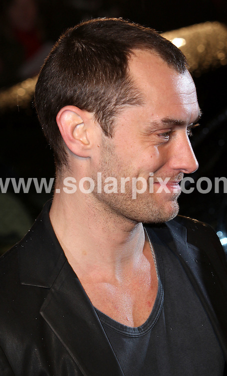 **ALL ROUND PICTURES FROM SOLARPIX.COM**.**WORLDWIDE SYNDICATION RIGHTS**.Guests attend the UK film premiere of 'Sleuth' at the Odeon West End, Leicester Square, London. 18th November 2007..This pic: Jude Law..JOB REF: 5345 SSD     DATE: 18_11_2007.**MUST CREDIT SOLARPIX.COM OR DOUBLE FEE WILL BE CHARGED* *UNDER NO CIRCUMSTANCES IS THIS IMAGE TO BE REPRODUCED FOR ANY ONLINE EDITION WITHOUT PRIOR PERMISSION*