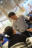 SAO PAULO, SP, 18 DE MAIO DE 2012 - 8º FEIRAO DA CAIXA FEDERAL-  O jugador Rai esteve presente no 8º feirao da casa propia da Caixa Economica Federal, no Centro de exposicoes Imigrantes, Zona Leste de Sao Paulo. FOTO: GEORGINA GARCIA/ BRAZIL PHOTO PRESS.