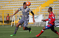 BOGOTA -COLOMBIA, 14-02-2017. Nicolas Roa (L) player of Tigres FC figths the ball against of Harrison Canchimbo (R) player of Deportivo Pasto during match for the date 3 of the Aguila League I 2017 played at Metropolitano de Techo stadium . Photo:VizzorImage / Felipe Caicedo  / Staff