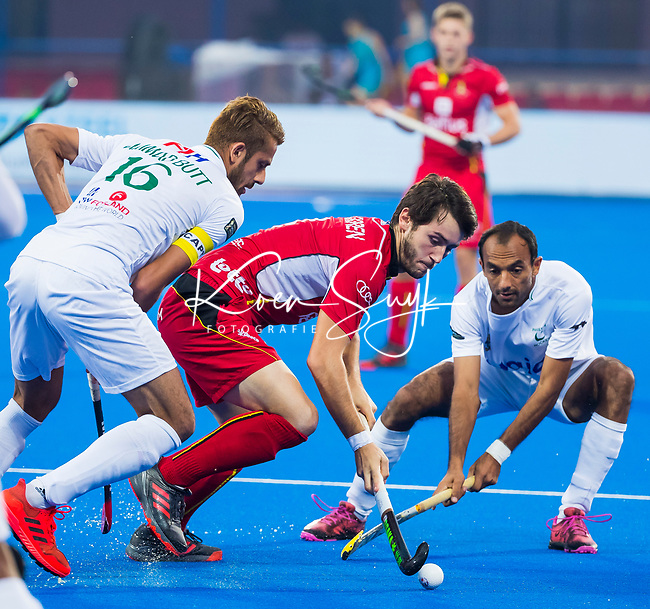 BHUBANESWAR (INDIA) - Arthur van Doren (Belgie)   tijdens Belgie-Pakistan bij het WK Hockey heren.  op de achtergrond Thomas Briels (Belgie) . links Ammad Butt (Pak)  COPYRIGHT KOEN SUYK