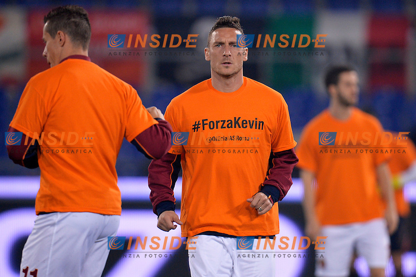 Francesco Totti indossa una maglietta per Kevin Strootman infortunato. As Roma player Francesco Totti wears a shirt for his injured teammate Kevin Strootman <br /> Roma 17-03-2014 Stadio Olimpico - Football Calcio 2013/2014 Campionato italiano Serie A AS Roma - Udinese Foto Andrea Staccioli / Insidefoto