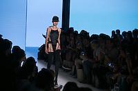 SAO PAULO, SP, 26.10.2016 - SPFW-AMIR SLAMA - Modelo durante desfile da grife Amir Slama durante o São Paulo Fashion Week edição 42 no Parque do Ibirapuera zona Sul de São Paulo, nesta quarta-feira, 26. (Foto: Ciça Neder / Brazil Photo Press)