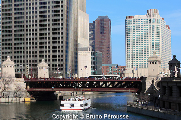 Amérique; Etats Unis; état de l'Illinois; Chicago; Chicago river; pont Michigan Avenue (pont DuSable)//America; United States; Illinois state; Chicago; Chicago river; Michigan Avenue bridge (DuSable bridge)