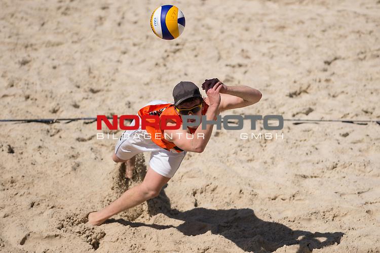 10.05.2015, Muenster, Schlossplatz<br /> smart beach tour, Supercup MŸnster / Muenster, Halbfinale<br /> <br /> Abwehr Lars FlŸggen / Flueggen<br /> <br />   Foto &copy; nordphoto / Kurth