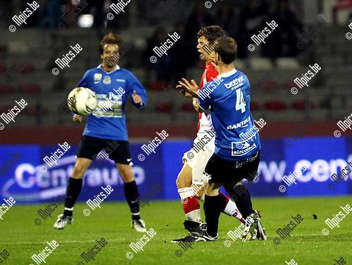 2009-10-28 / Voetbal / BVB / R Antwerp FC - Dender / Siebe Blondelle (Dender) ontziet de enkel van Geoffrey Hairemans niet...foto: mpics