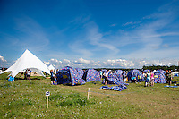 Participants putting up tents. The camp is starting to build up with participants. Photo: Kim Rask/Scouterna