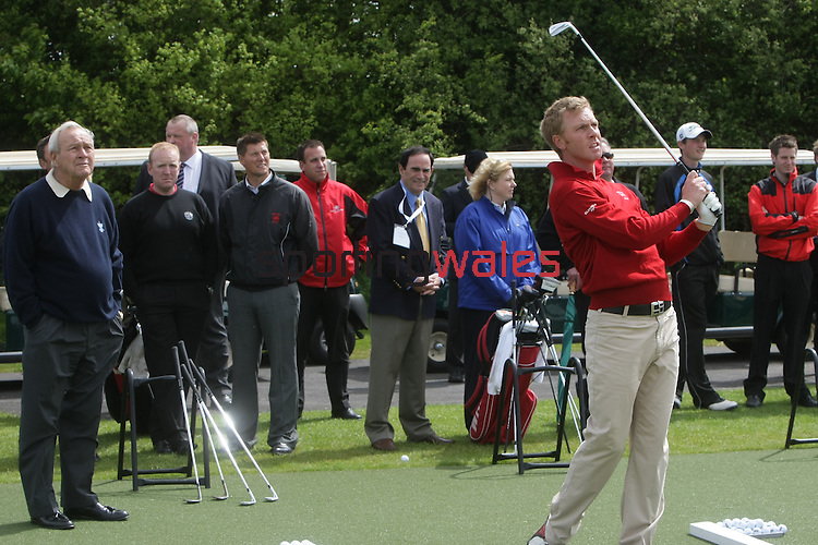Ryder Cup Wales Legacy Fund..Arnold Palmer watches Ben Westgate..05.05.09.©Steve Pope.Sportingwales.The Manor .Coldra Woods.Newport.South Wales.NP18 1HQ.07798 830089.01633 410450.steve@sportingwales.com.www.fotowales.com.www.sportingwales.com