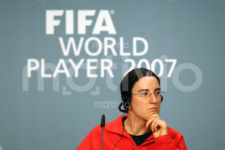 Sport,    Fussball     International    17.12.07 FIFA World Player Gala 2007 Birgit PRINZ (GER), waehrend der Pressekonferenz vor der FIFA Women´s World Player 2007 Gala in Zuerich.
