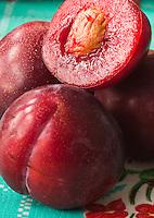 Fruta, fruit. Ciruela, plum.