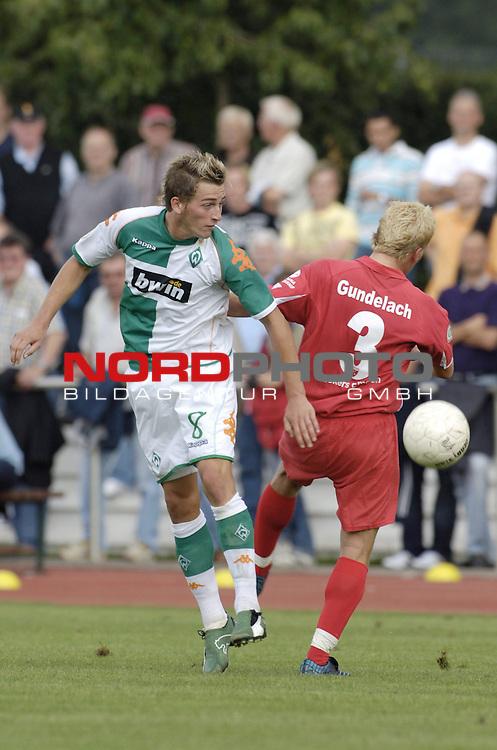 RLN 2006/2007 - 3.Spieltag Hinrunde Werder Bremen II - BSV Kickers Emden;<br /> Nach Kopfballduell: Marc Heider gegen Sebastian Gundelach<br /> <br /> Foto &copy; nordphoto