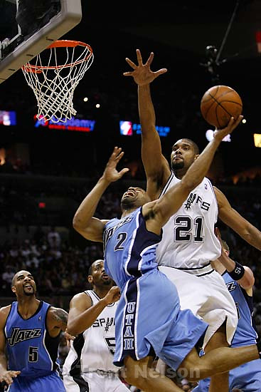 San Antonio - Utah Jazz guard Derek Fisher (2) drives under San Antonio Spurs forward Tim Duncan  (21). Utah Jazz vs. San Antonio Spurs, NBA basketball, Western Conference Finals Game One..5.20.2007