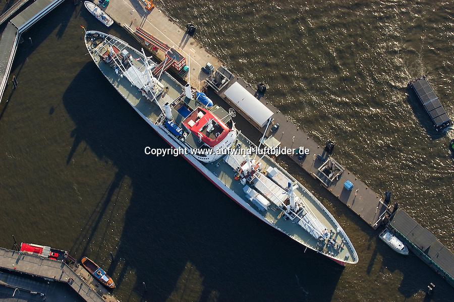 """4415/ Cap San Diego: EUROPA, DEUTSCHLAND, HAMBURG, (EUROPE, GERMANY), 14.11.2005:Die Cap San Diego ist ein einzigartiges Zeugnis der Seefahrt und liegt seit 1986 als »Museum zum Anfassen« in ihrem alten Heimathafen Hamburg. ..Der """"Weiße Schwan des Südatlantiks"""" ist der letzte erhaltene klassische Stückgutfrachter. Sie lief 1961 bei der Deutschen Werft AG in Hamburg vom Stapel und ist der letzte Neubau einer Serie von sechs Stückgutfrachtern für die Reederei Hamburg-Süd. ..Die Schiffe der Cap San-Klasse leiteten die Ära der schnellen Frachtschiffe mit großem Kühlraum und Einrichtungen für zwölf Passagiere ein. Mit ihrem schlanken Schiffskörper und dem stark ausfallenden Steven gleichen Schiffe wie die Cap San Diego eher eleganten Yachten als Frachtschiffen mit einer Tragfähigkeit von 10300 Tonnen. Über 120 Rundreisen von Hamburg nach Südamerika absolviert die Cap San Diego innerhalb von 20 Jahren. In den 80er Jahren wurde die Cap San Schiffe schließlich durch Containerschiffe abgelöst. ."""