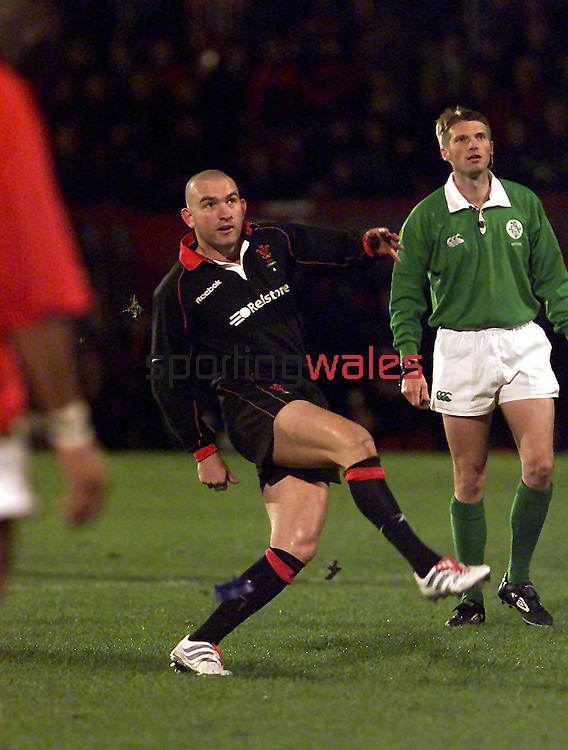 Lee Jarvis.Wales A v Tonga.Stradey Park.13.11.01.©Steve Pope.Sportingwales.com.07798 83 00 89.124 Duckpool Road.Newport.South Wales.NP19 8FL