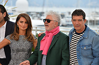 """CANNES, FRANCE. May 18, 2019: Penelope Cruz, Pedro Almodovar & Antonio Banderas at the photocall for the """"Pain and Glory"""" at the 72nd Festival de Cannes.<br /> Picture: Paul Smith / Featureflash"""