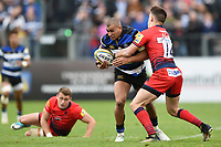 Jonathan Joseph of Bath Rugby takes on the Worcester Warriors defence. Aviva Premiership match, between Bath Rugby and Worcester Warriors on October 7, 2017 at the Recreation Ground in Bath, England. Photo by: Patrick Khachfe / Onside Images