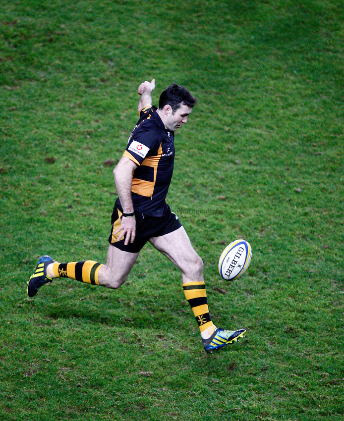 Photo: Richard Lane/Richard Lane Photography. London Welsh v London Wasps. 29/12/2012. Wasps' Stephen Jones kicks.