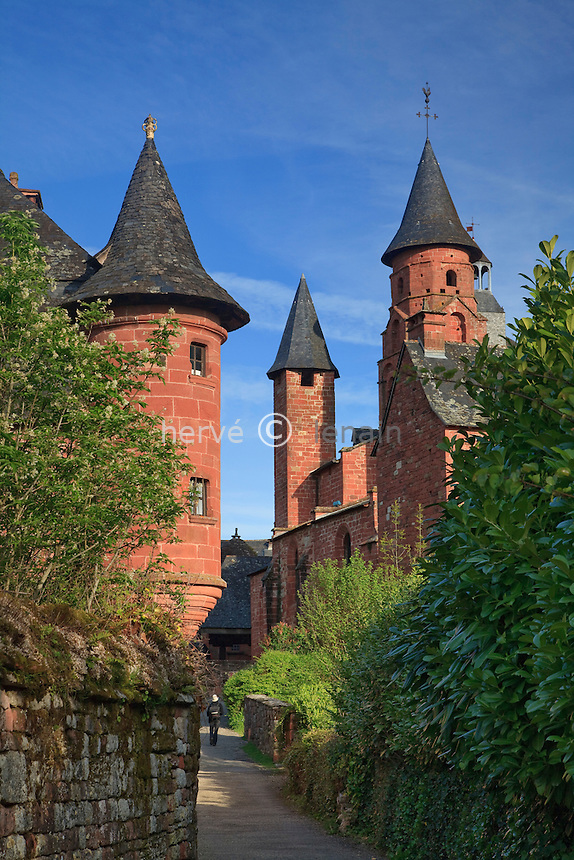 France, Corrèze (19), Collonges-la-Rouge, labellisé Les Plus Beaux Villages de France, village bâti en grès rouge, église Saint-Pierre avec son clocher roman et sa tour du guetteur et à gauche la tourelle en poivrière du castel de Vassinhac // France, Correze, Collonges la Rouge, labelled Les Plus Beaux Villages de France (The Most Beautiful Villages of France), village built in red sandstone, St Pierre Church with its Romanesque Church and watchman's tower and to the left the pepper-pot turret of the Chateau de Vassinhac