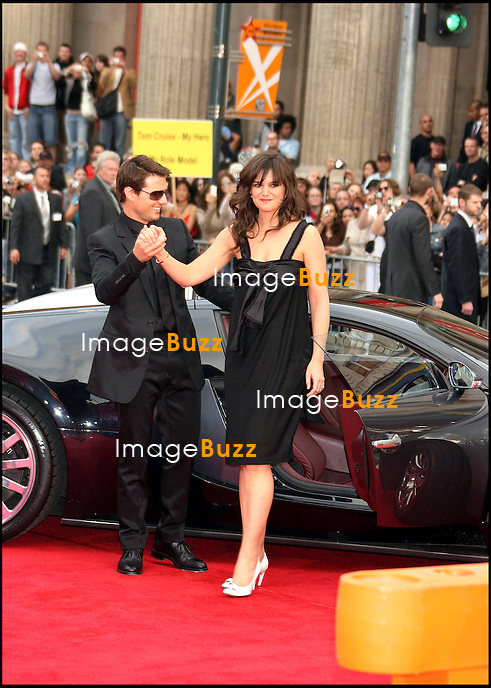 """TOM CRUISE ET KATIE HOLMES - PREMIERE DU FILM """"MISSION IMPOSSIBLE 3"""" A LOS ANGELES.."""" MISSION IMPOSSIBLE 3 """"  LOS ANGELES FAN SCREENING AT THE GRAUMAN'S CHINESE THEATRE IN HOLLYWOOD..MAY 4, 2006..PIC : Tom Cruise & Katie Holmes"""