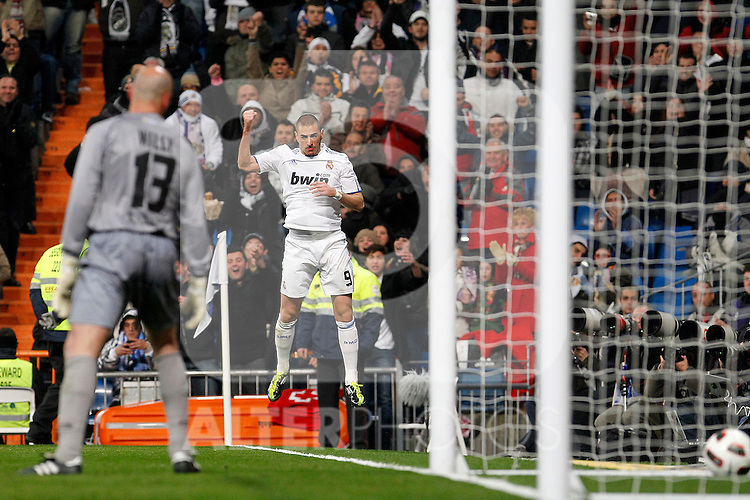 Real Madrid's Karim Benzema celebrates goal in presence of Malaga's Willy caballero dejected during La Liga match.March 3,2011. (ALTERPHOTOS/Acero)
