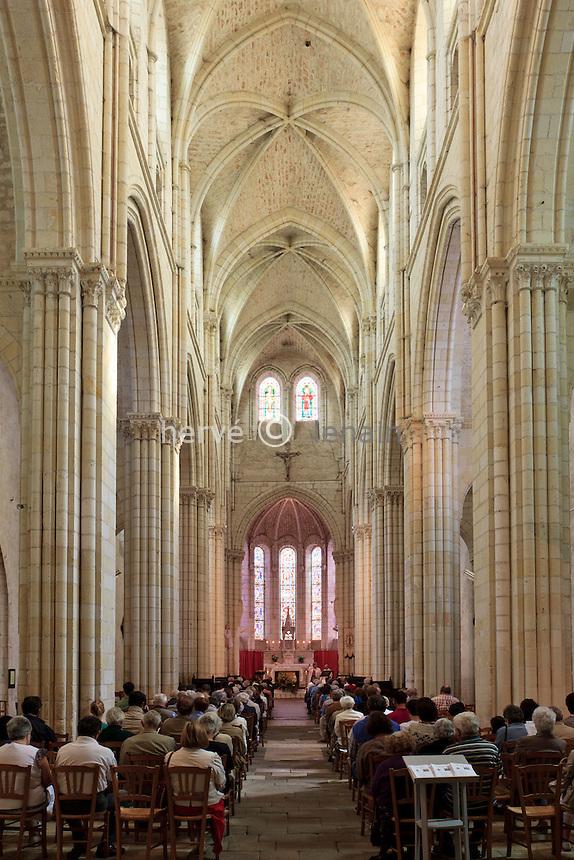 France, Indre (36), Levroux, dans la  collégiale Saint-Sylvain, la nef durant la messe du 15 août // France, Indre, Levroux, the church Saint Sylvain, the nave during the Mass on August 15.