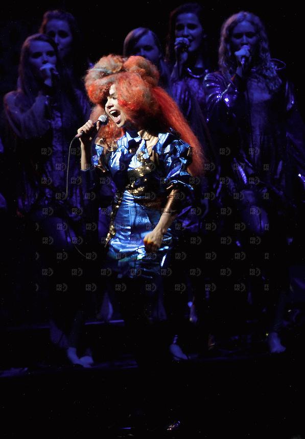 20321. Papantla,  Veracruz.-  La cantante Bjork, durante el quinto día del Festival Cumbre Tajín 2012, en la zona arqueológica de Tajín, en Papantla, Veracruz.  NOTIMEX/FOTO/ALEJANDRO MELÉNDEZ/AMO/ACE/
