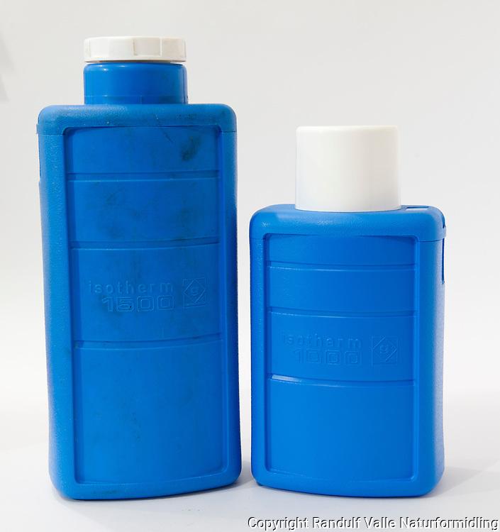 Isotherm lettvektstermos i plast. ----- Thermos flask.