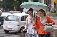 SAO PAULO, 13 DE MARCO DE 2013 - CLIMA  TEMPO SP - Chuva atinge a capital, na regiao central, na manha desta quarta feira, 13. (FOTO: ALEXANDRE MOREIRA / BRAZIL PHOTO PRESS)