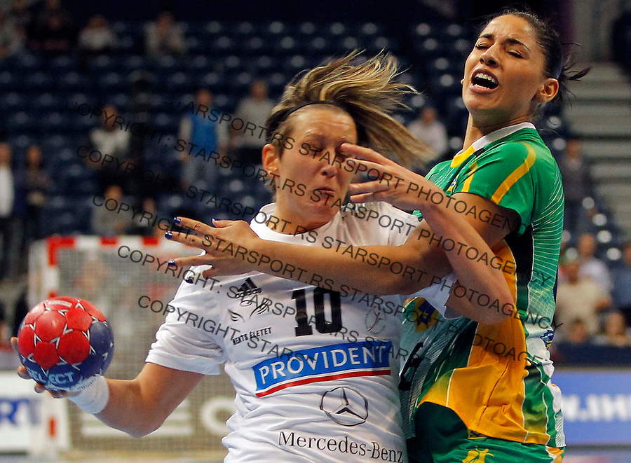 BELGRADE, SERBIA - DECEMBER 18:   Anita Bulath (L) of Hungary is challenged by  Eduarda Amorim (R) of Brazil during the 2013 World Women's Handball Championship 2013 match between Brazil v Hungary at Kombank Arena Hall on December 18, 2013 in Belgrade, Serbia. (Photo by Srdjan Stevanovic/Getty Images)