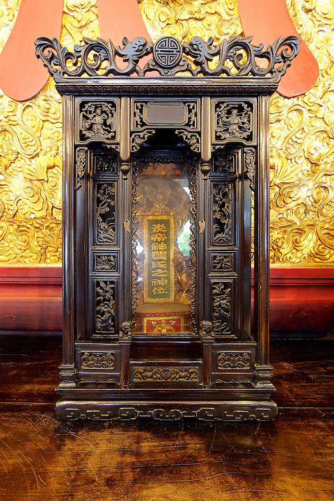 Altar to the God of Chinese Medicine & Agriculture.